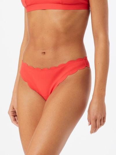 Hunkemöller Dół bikini 'Scallop Cheeky l' w kolorze czerwonym, Podgląd na modelu(-ce)