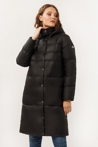 Finn Flare Daunenmantel mit großer Steppung in schwarz, Modelansicht