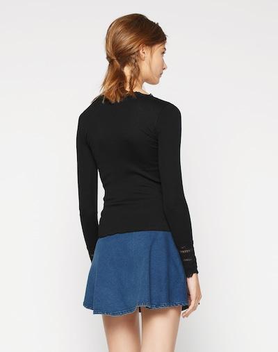 Maglietta rosemunde di colore nero: Vista da dietro