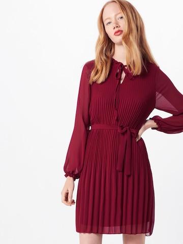Mela London Jurk 'LONG SLEEVE PLEATED BELTED DRESS' in Rood