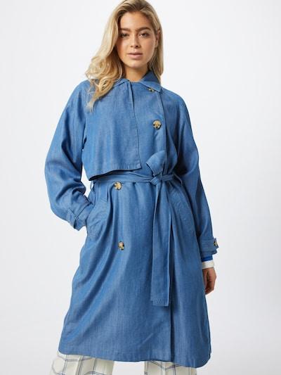 SOAKED IN LUXURY Trenchcoat 'SLNuna' in blue denim, Modelansicht