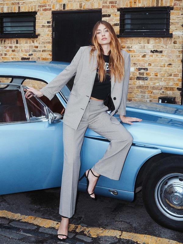 Elegante Outfits 2020: Streetstyle Hosenanzug - Lorena Rae im elegante Style