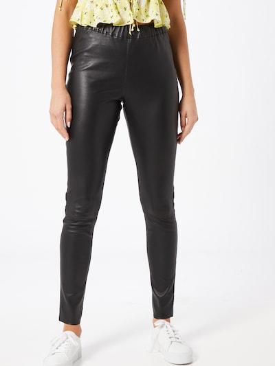 Maze Leggings in schwarz, Modelansicht