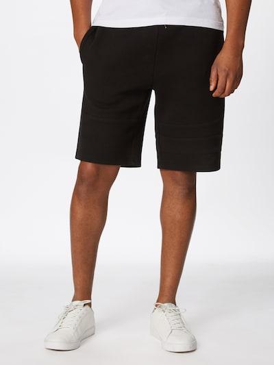 Kelnės 'Heavy Pique Shorts' iš Urban Classics , spalva - juoda, Modelio vaizdas