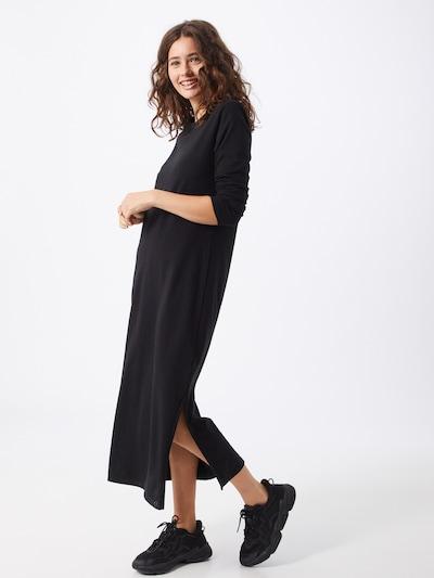 GAP Šaty - černá, Model/ka