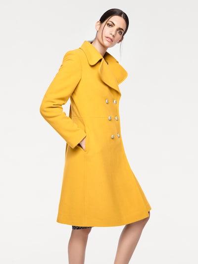 heine Wollmantel in gelb, Modelansicht