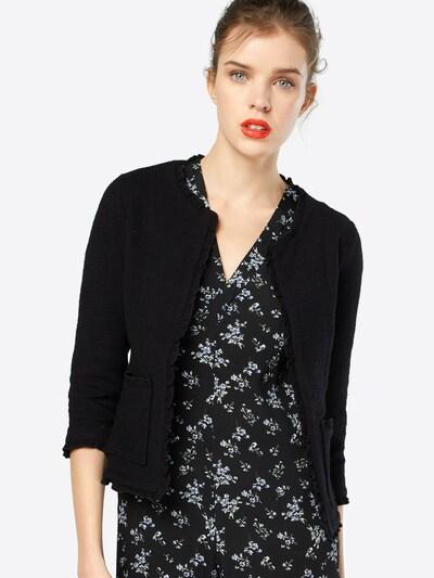 Cream Kurze Strickjacke in schwarz, Modelansicht