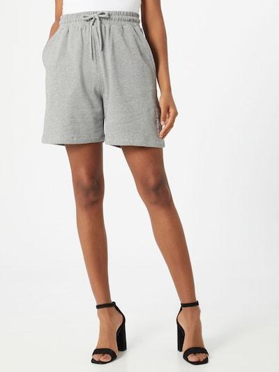 NU-IN Shorts 'Stay Positive' in grau, Modelansicht