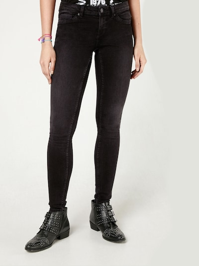 Noisy may Jeans 'EVE' in de kleur Black denim, Modelweergave