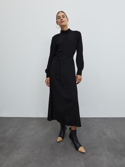EDITED Šaty 'Indira' - čierna, Model/-ka