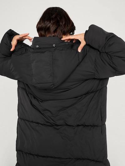 EDITED Płaszcz zimowy 'Blake' w kolorze czarnym: Widok od tyłu