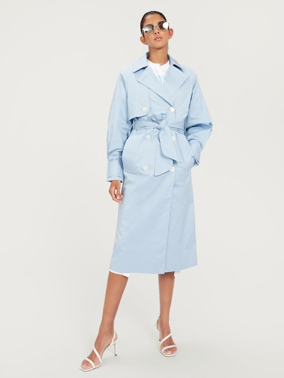 EDITED Trenchcoat in hellblau, Modelansicht