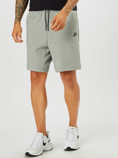 Nike Sportswear Shorts in graumeliert / schwarz, Modelansicht