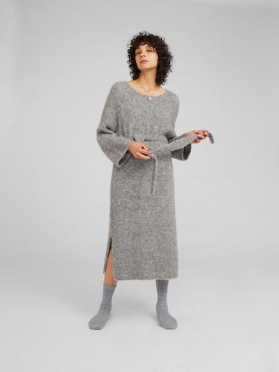 EDITED Gebreide jurk 'Isac' in de kleur Grijs, Modelweergave