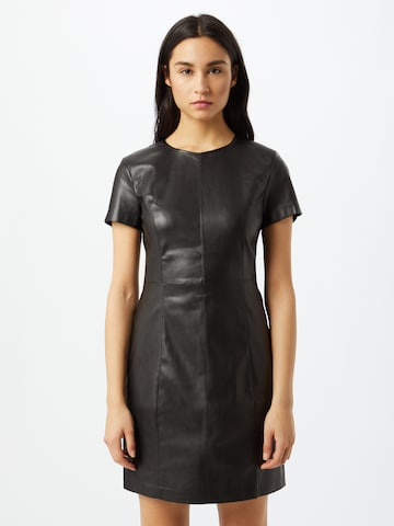 Rochie de la ONLY pe negru