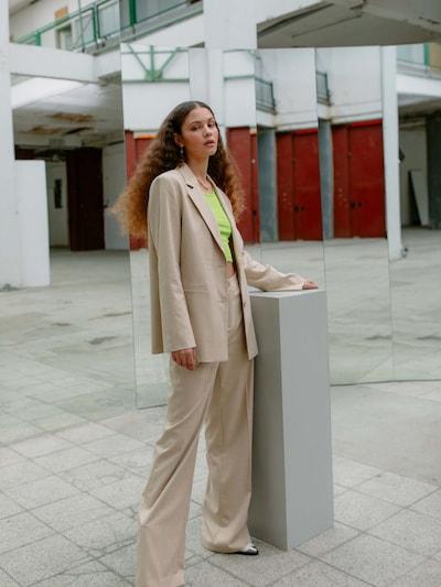 LeGer by Lena Gercke Spodnie w kant 'Jamie' w kolorze beżowym, Podgląd na modelu(-ce)