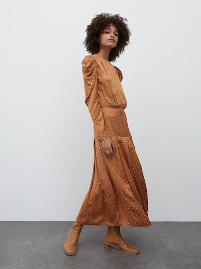 Rochie 'Thalisa' EDITED pe maro deschis / alb, Vizualizare model