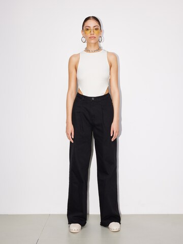 LeGer Black And White Look