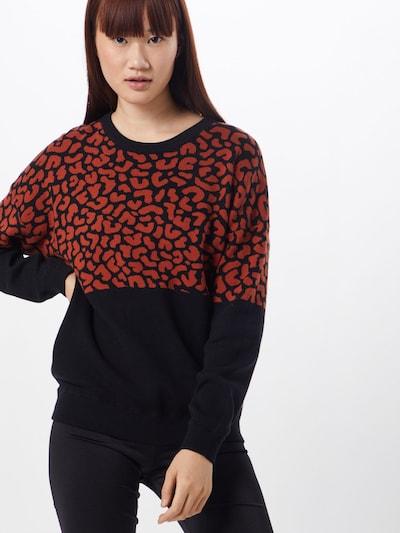 Iriedaily Pullover 'Blotchy Knit' in orangerot / schwarz, Modelansicht