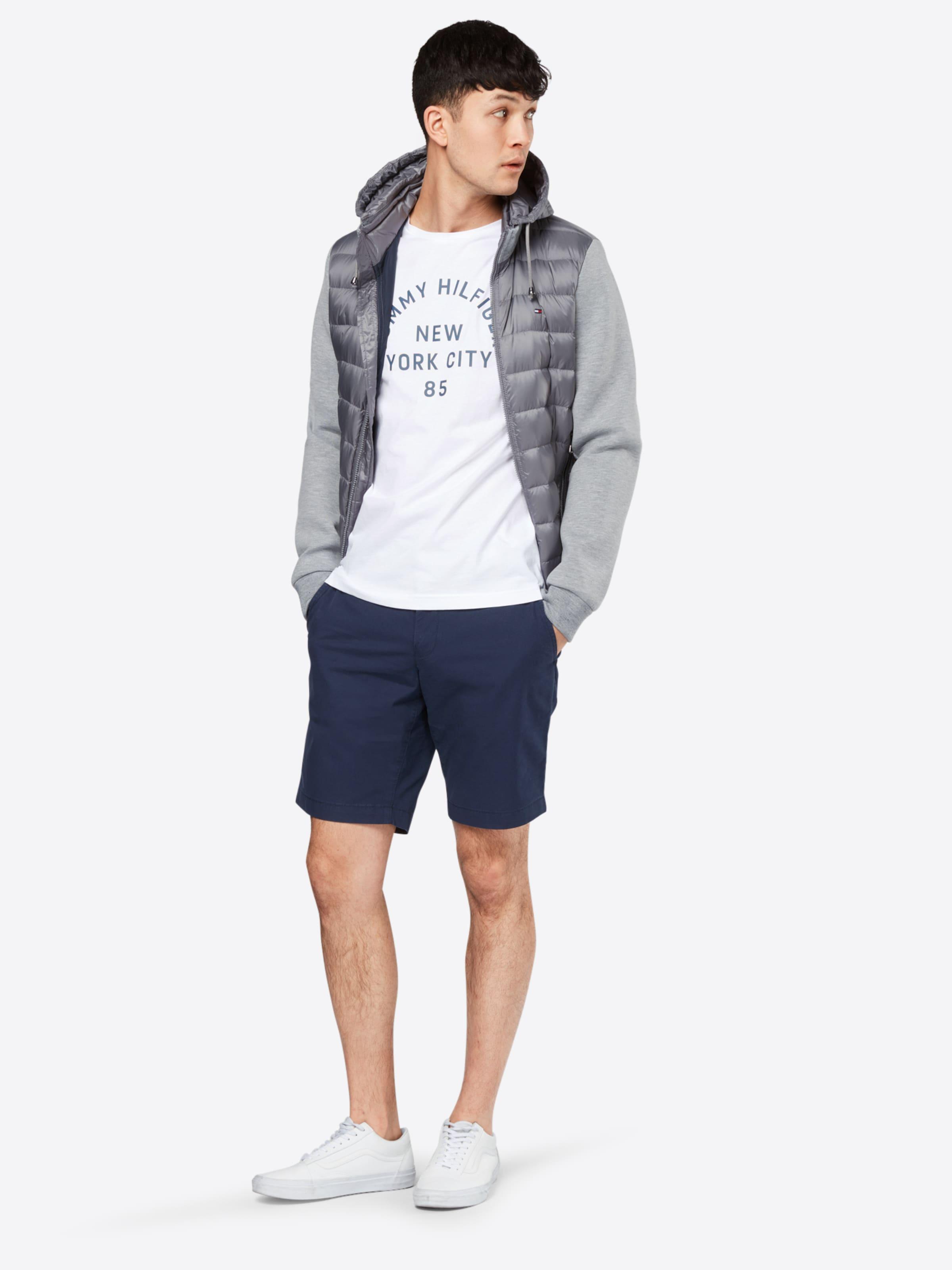 TOMMY HILFIGER T-Shirt 'MULTI LAYERED LOGO GRAPHIC' Verkauf Sammlungen gSPDnAp3