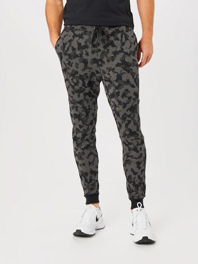 Nike Sportswear Jogginghose in grau / schwarz, Modelansicht