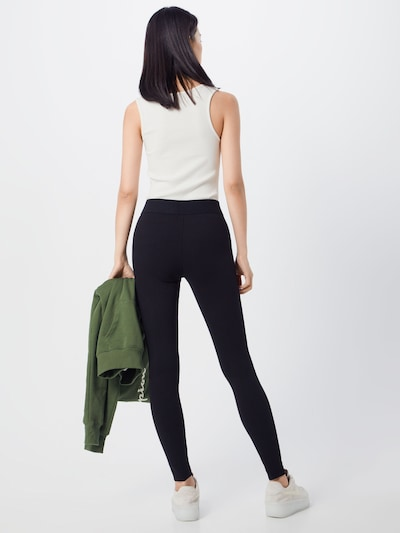 Leggings ONLY pe negru: Privire spate