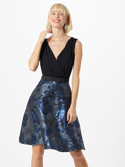 APART Robe de cocktail en bleu / noir, Vue avec modèle