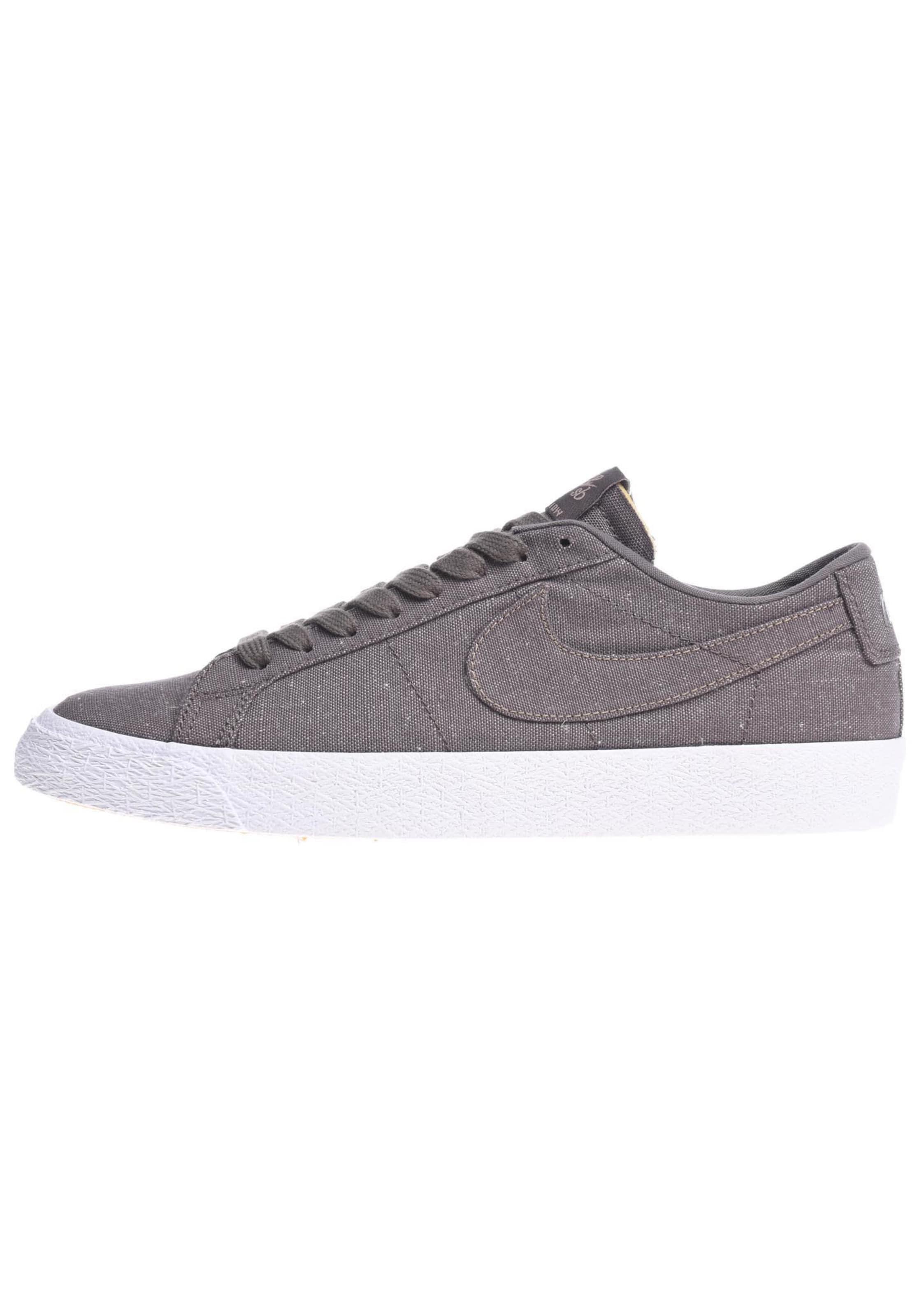Nike SB Zoom Blazer Low Canvas Decon Sneaker