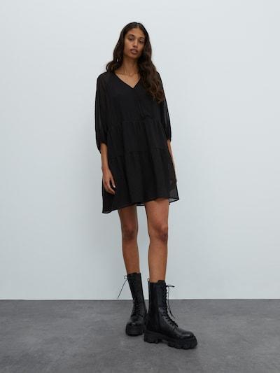 EDITED Šaty 'Marou' - černá, Model/ka