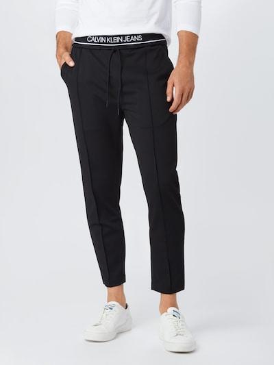 Calvin Klein Jeans Spodnie w kolorze czarnym, Podgląd na modelu(-ce)
