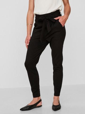 VERO MODA Élére vasalt nadrágok 'EVA' - fekete
