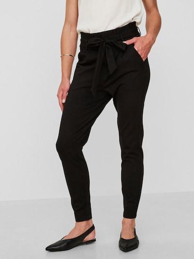 VERO MODA Pantalon à pince 'EVA' en noir, Vue avec modèle