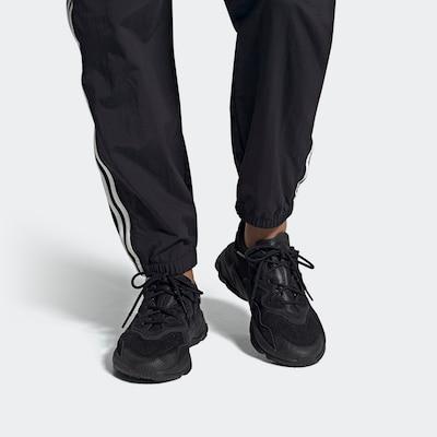 ADIDAS ORIGINALS Sneakers laag 'OZWEEGO' in de kleur Zwart, Modelweergave