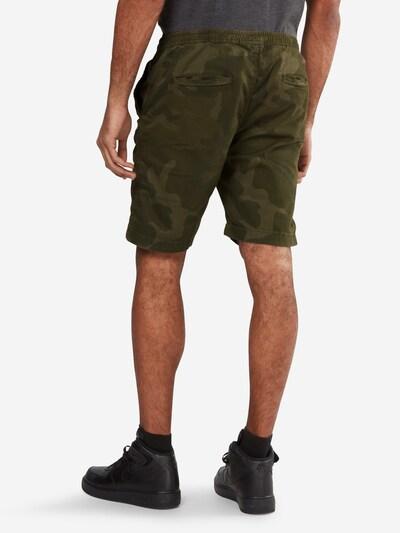 Urban Classics Shorts in oliv: Rückansicht