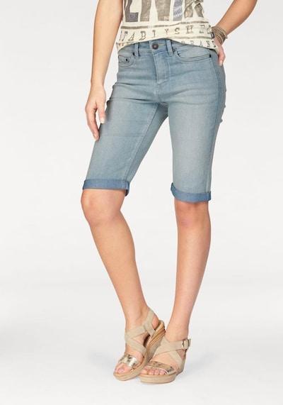 ARIZONA Jeansbermudas in hellblau, Modelansicht