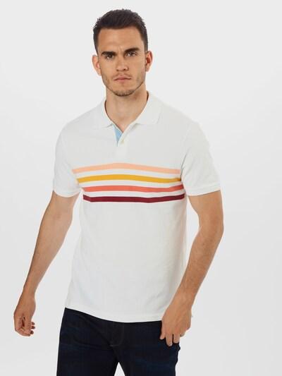 Tricou GAP pe alb: Privire frontală