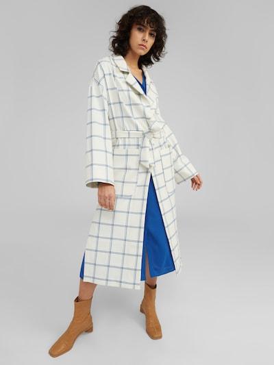 EDITED Manteau mi-saison 'Sian' en bleu / blanc, Vue avec modèle
