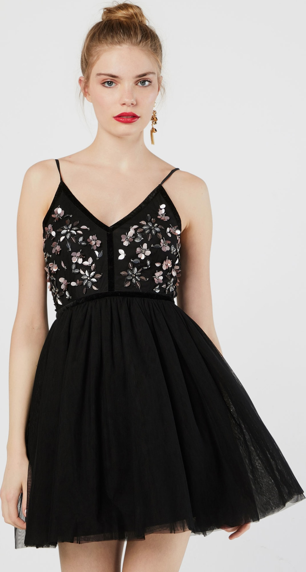 Review Kleid \'FLOWER TULLEV\' in schwarz | ABOUT YOU