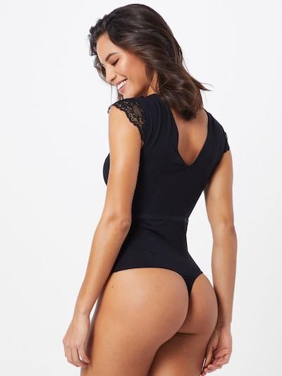 Body PIECES pe negru: Privire spate