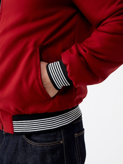 ABOUT YOU x Magic Fox Prehodna jakna 'Jan' | rdeča / črna barva: Pogled od strani