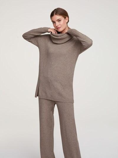 heine Pullover in camel, Modelansicht