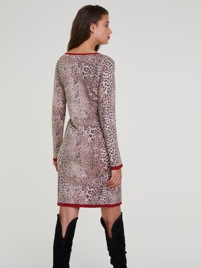 Megzta suknelė iš heine , spalva - ruda: Vaizdas iš galinės pusės