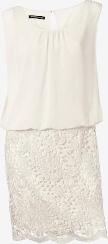 Rochie de la heine pe alb