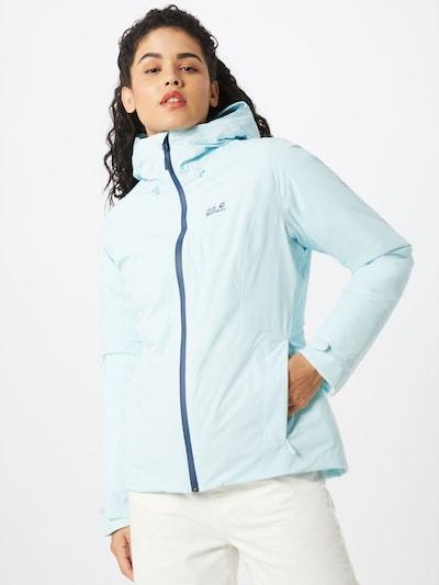 Woman wearing a Jack Wolfskin puffer jacket