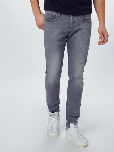 DIESEL Jeans 'SLEENKER-X' in grey denim, Modelansicht