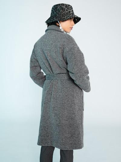 EDITED Płaszcz zimowy 'Casie' w kolorze nakrapiany szarym: Widok od tyłu