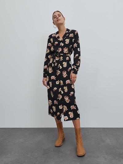 EDITED Robe-chemise 'Christin' en orange clair / noir, Vue avec modèle