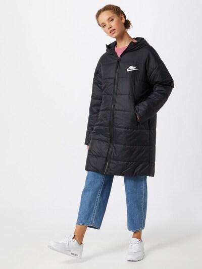 Nike Sportswear Wintermantel 'Core' in schwarz / weiß, Modelansicht