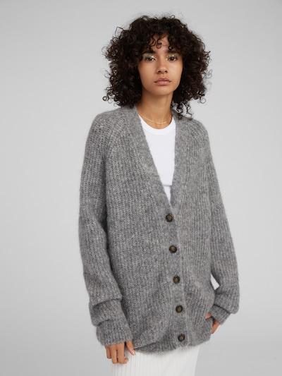 EDITED Cardigan 'Eliandro' en gris / gris chiné, Vue avec modèle