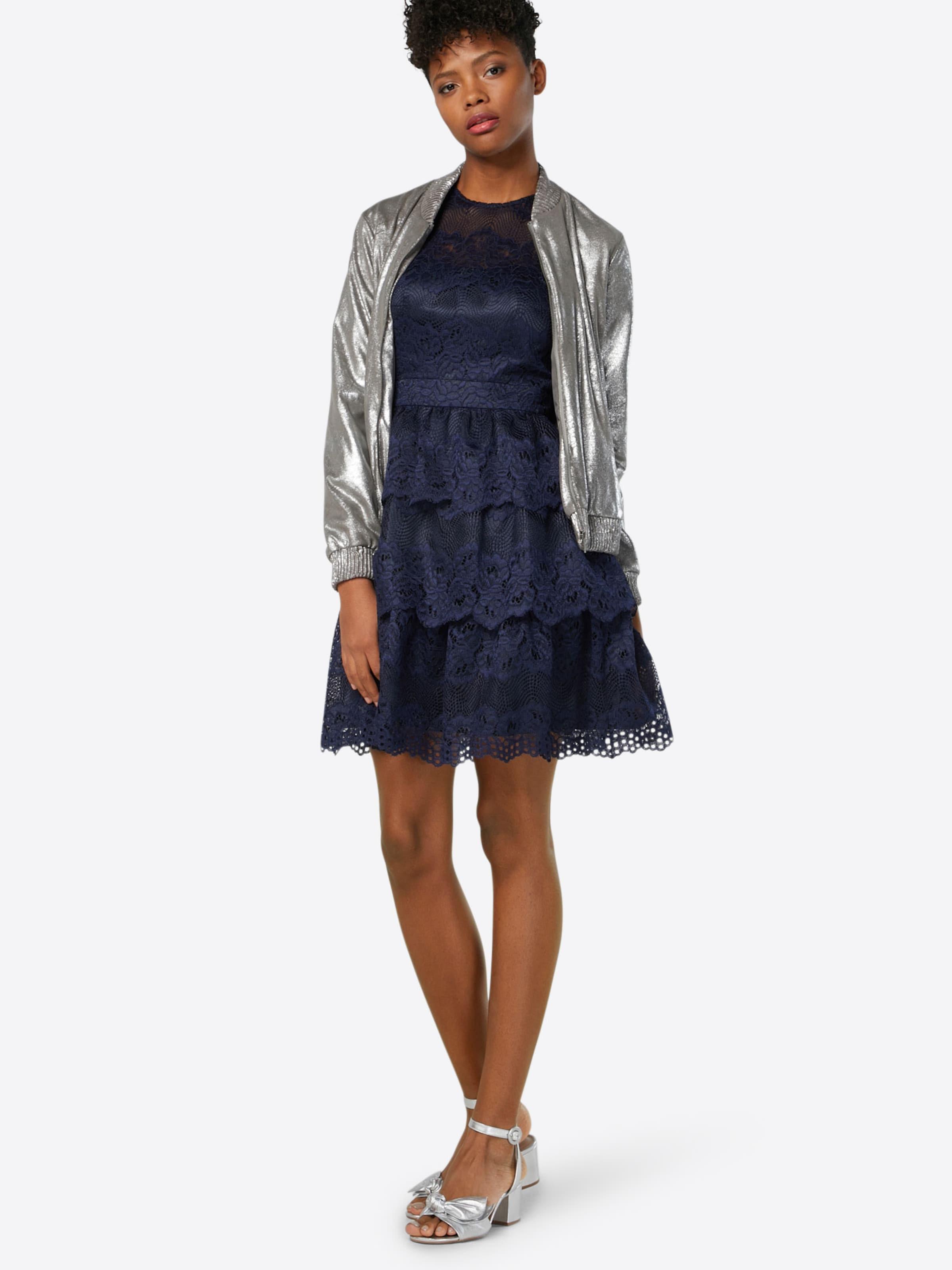 Laona Kleid mit Spitze Günstig Kaufen Sammlungen Billig 100% Authentisch Billig Kaufen Shop Billig Verkauf Echten Billige Footaction S8SsGLsD